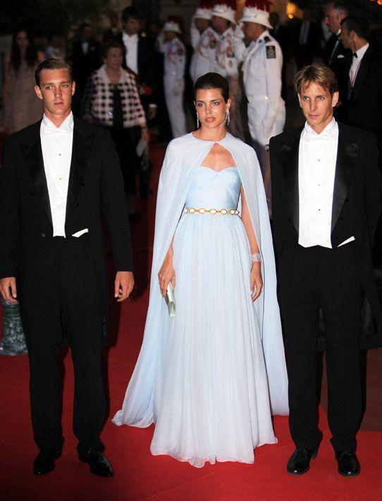 Photos  Charlotte Casiraghi, élégantissime pour le mariage de Charlene et  Albert ! Comment la préférez,vous ?