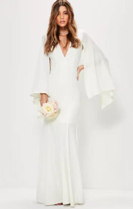 Shopping   immaculées, sophistiquées ou décalées... Découvrez 50 robes de  mariée à moins de 500 euros bc2857f37caa