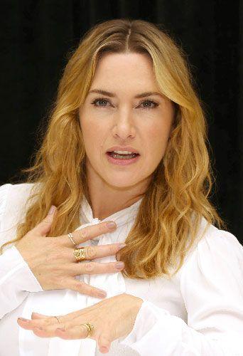 Kate Winslet embrasse une actrice et elle adore ça !