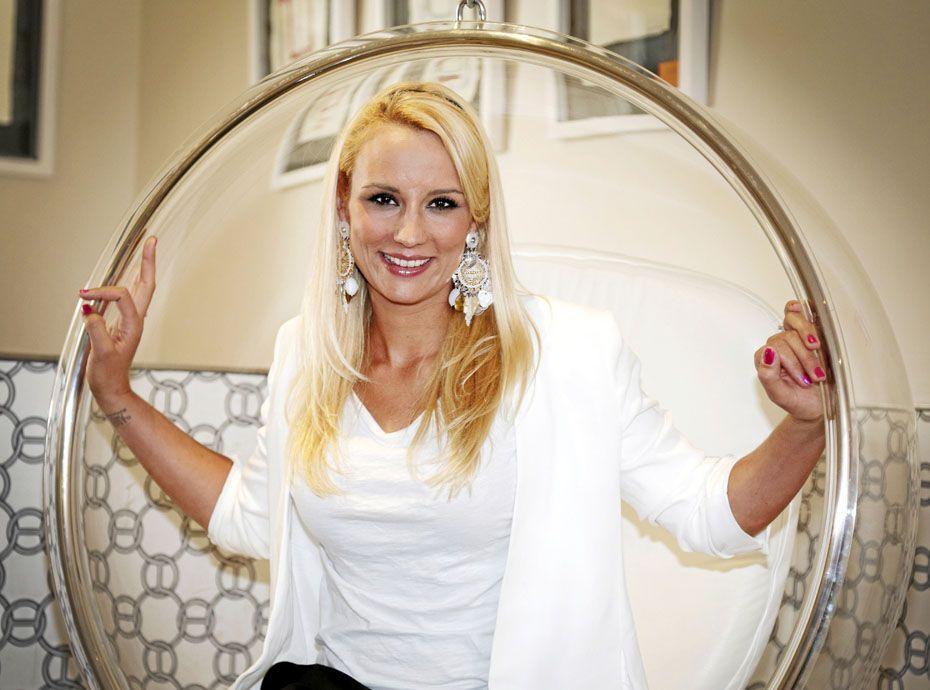 Nue dans salle de bain 28 images gros boulons for Salle de bain kylie jenner