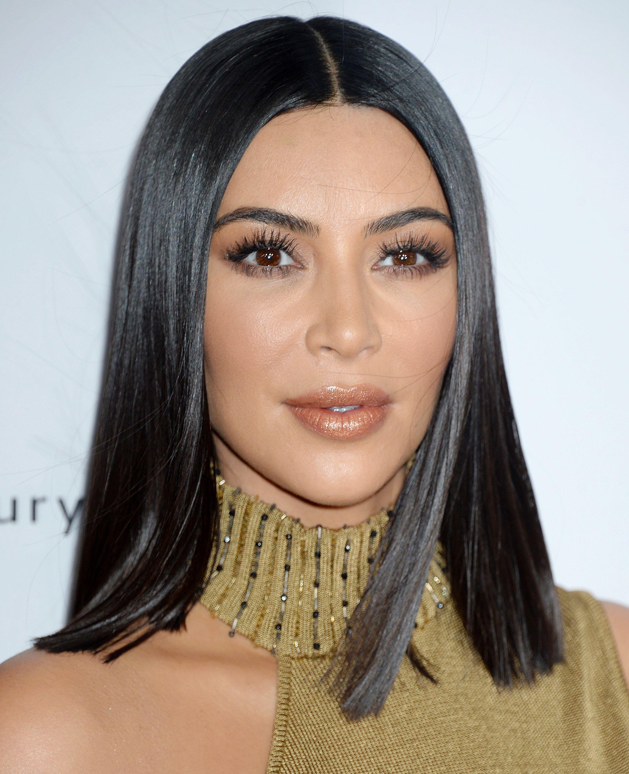 9fc9754d1f7f Kim Kardashian   Ses 7 règles d or pour avoir une crinière brillante et  soyeuse