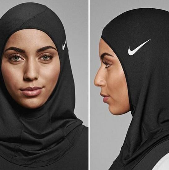 Enfin Pro Est Hijab De Nike PhotosLe Commercialisé N8wnv0mO