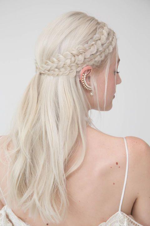 Photos  Mariage  wavy, couronne de fleurs, tresses Découvrez les  tendances coiffures
