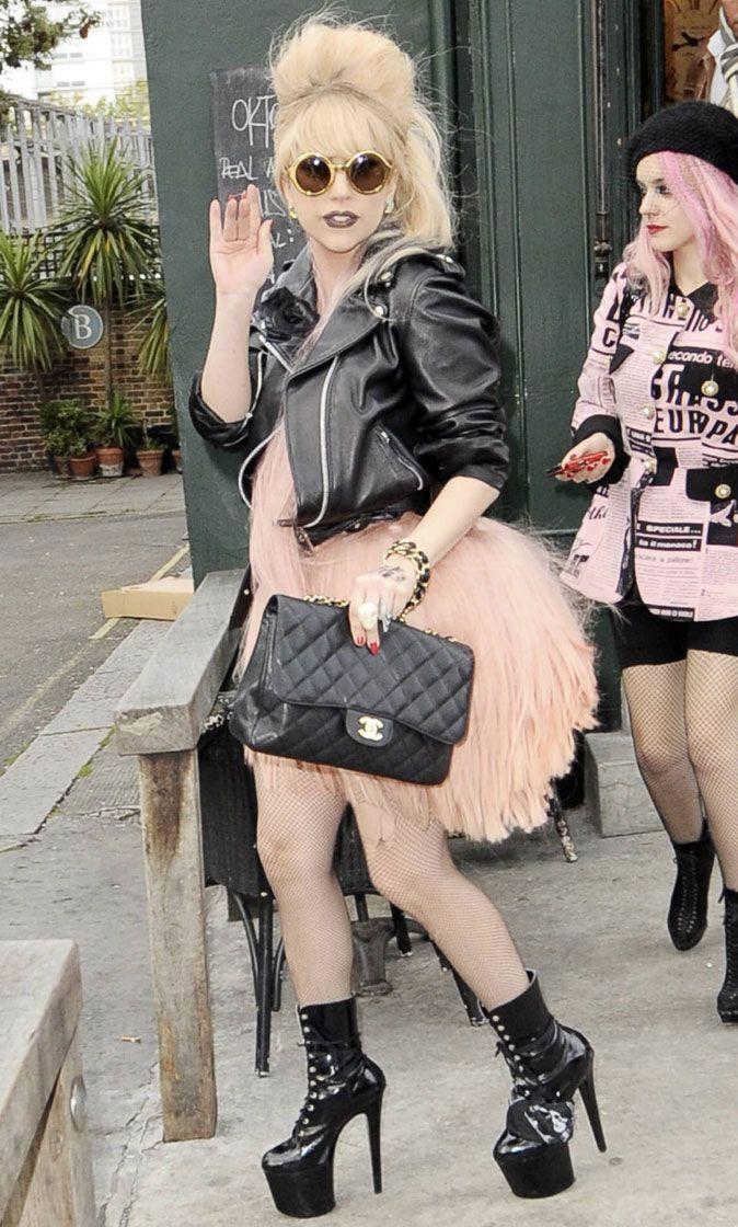 6eec6f9d757d2a Lady Gaga   best of de ses looks les plus excentriques !