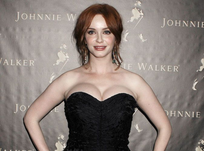 christina hendricks quel soutien gorge porter pour un d collet aussi pulpeux que la star. Black Bedroom Furniture Sets. Home Design Ideas