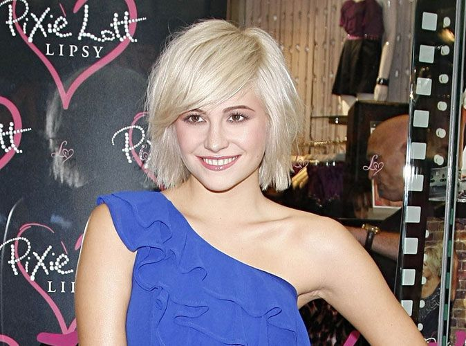 pixie lott m connaissable avec un maquillage l ger. Black Bedroom Furniture Sets. Home Design Ideas