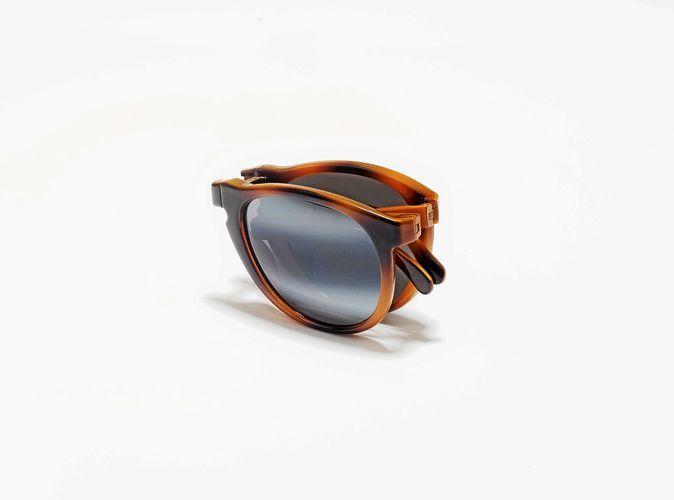 7c7975f5ff Mode : in ou out les lunettes pliables ?