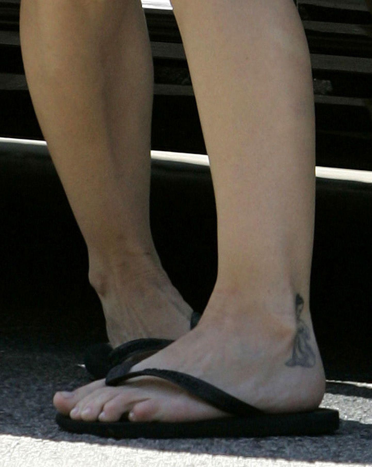 beauté : tatouages aux pieds et tongs : l'alliance gagnante de l'été !