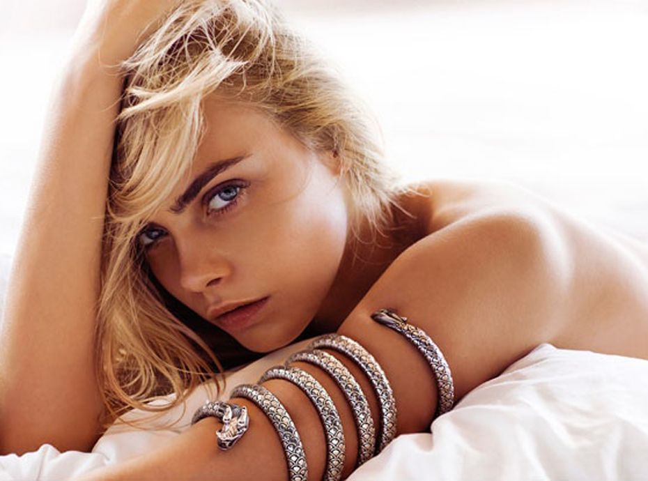 photos cara delevingne nue et au lit pour john hardy. Black Bedroom Furniture Sets. Home Design Ideas