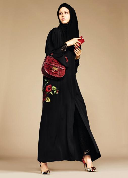 Photos   Dolce   Gabbana   la maison de luxe lance une collection de hijabs  et d abayas ! 3580ddc1eb23