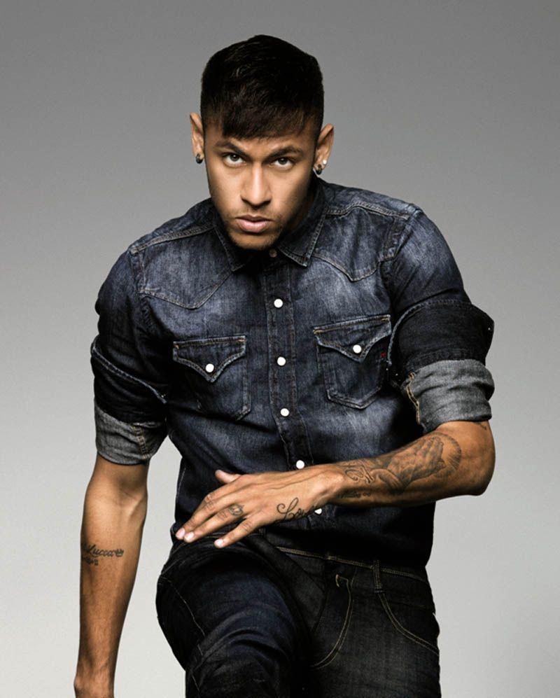 cb17db5bf5749c Photos   Neymar Jr   le footballeur devient égérie Replay !