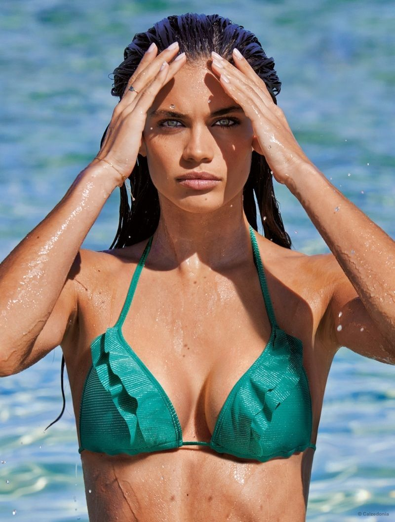 Photos   Sara Sampaio   canon en maillot de bain pour Calzedonia ! 1c127e095d96