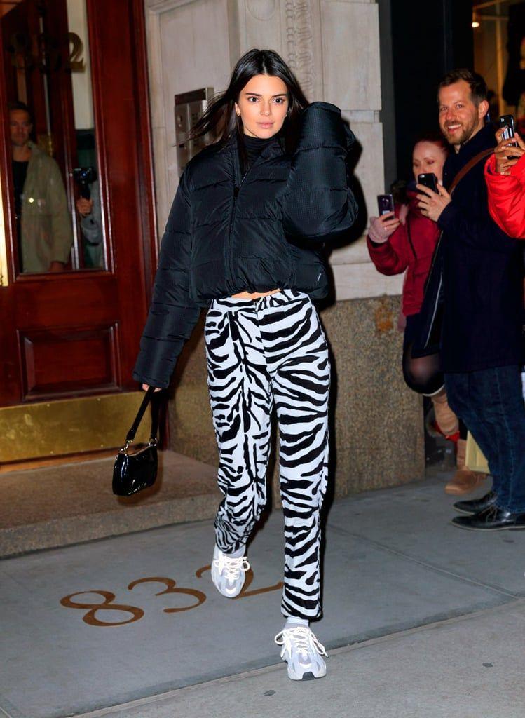 Nous sommes absolument folles du pantalon zébré de Kendall Jenner 77e9f09048a