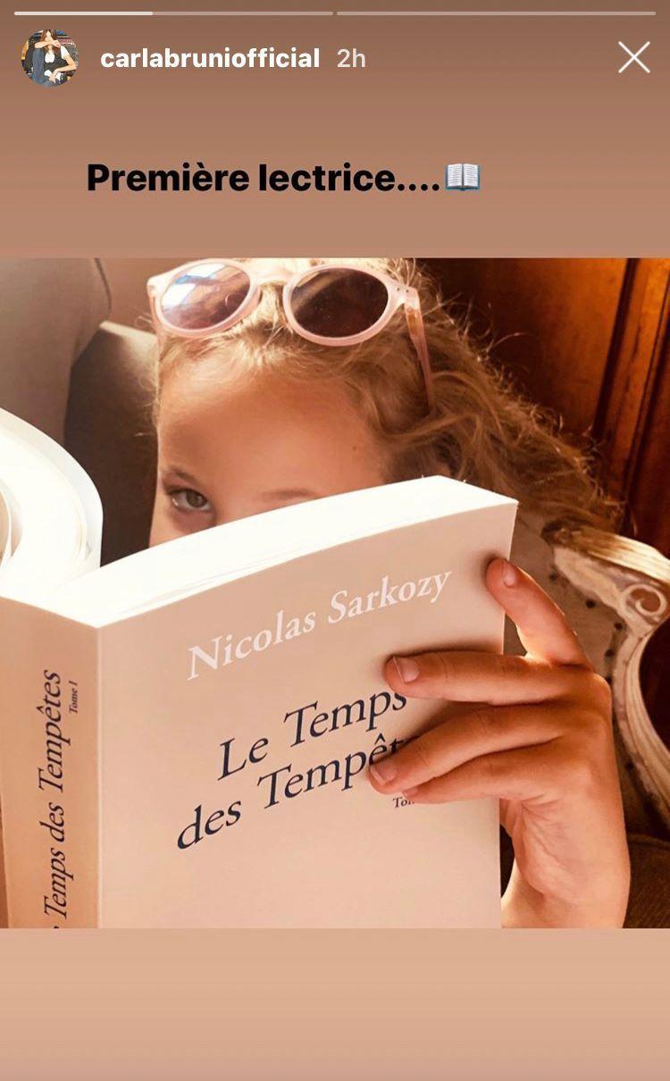 Photo Carla Bruni Devoile Le Visage De Sa Fille Et Ses Etonnantes Lectures