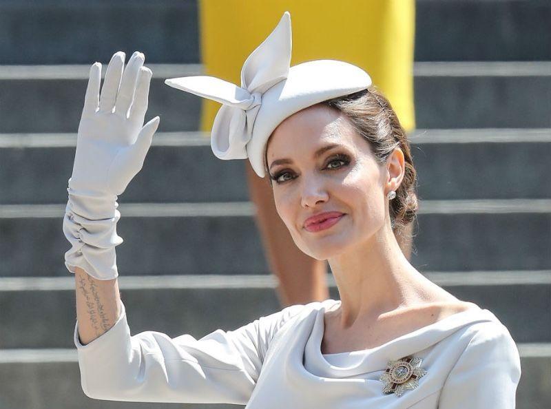 Angelina Jolie : Elle craque totalement avec Brad Pitt, son avocate claque la porte !