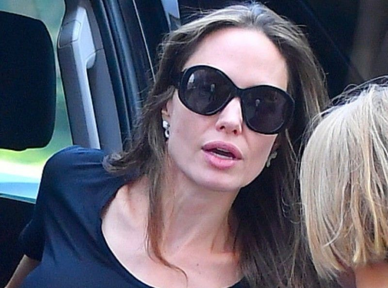 Angelina Jolie méconnaissable en blonde !