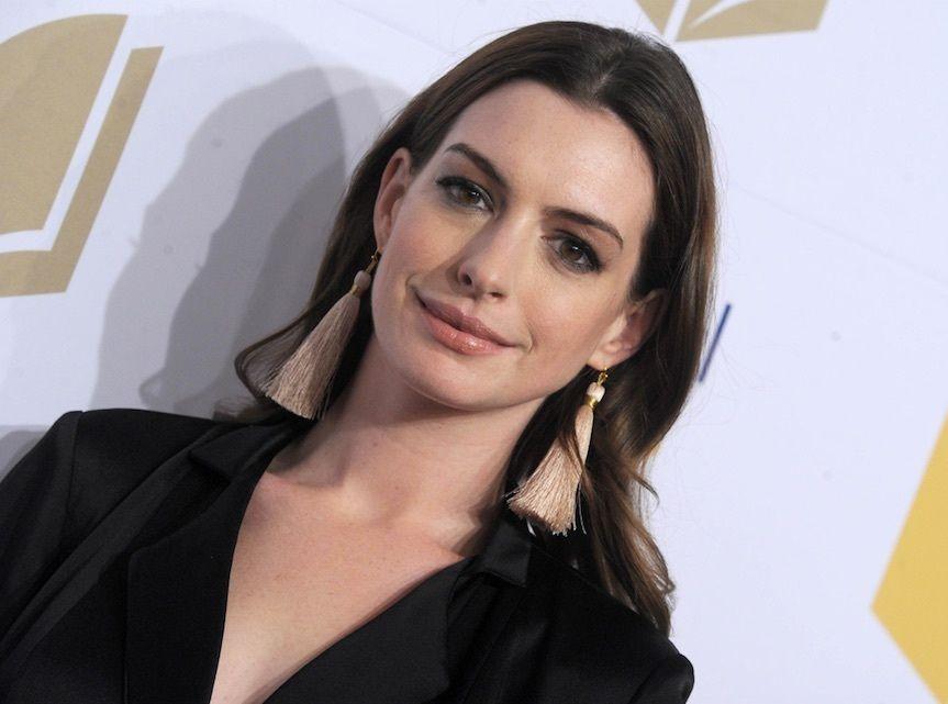 Anne Hathaway : Elle est obligée de se justifier sur son importante prise de poids !