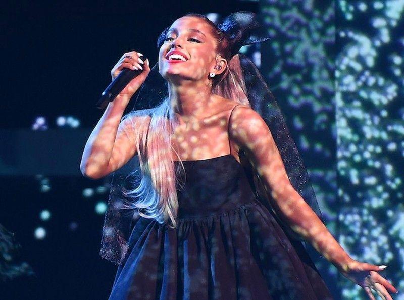 Ariana Grande : son tatouage dévoilé en hommage aux victimes de l'attentat de Manchester