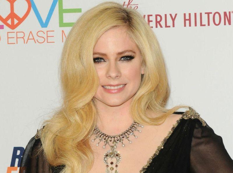 Avril Lavigne annonce son retour