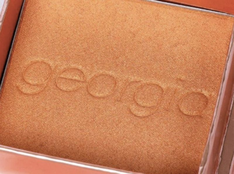 "Benefit Cosmetics : Le célèbre blush ""Georgia"" signe son grand retour"