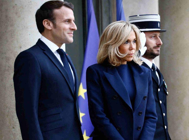 """Brigitte et Emmanuel Macron en pleine fuite : cette vidéo """"terrible"""" qui fait polémique !"""