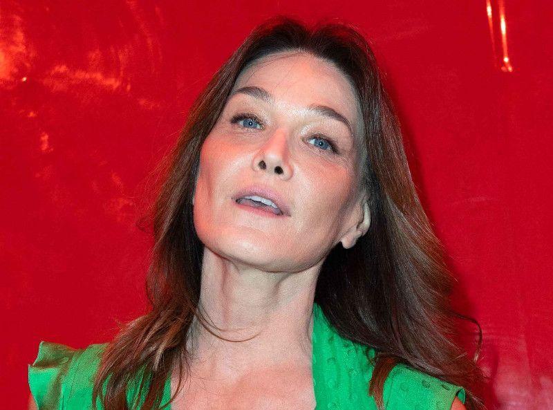 """Carla Bruni dévoile son secret pour garder une """"pulsion désirante et charnelle"""" avec Nicolas Sarkozy"""