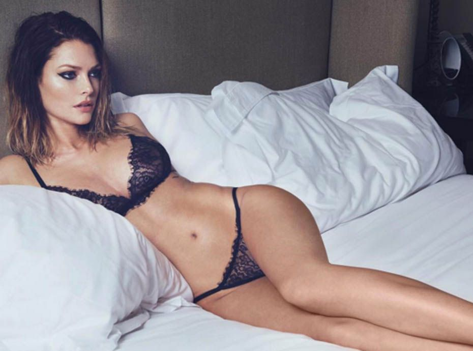 Sexy LingerieElle Caroline ReceveurUltra En Se Dénudeencore fY6gIbyv7