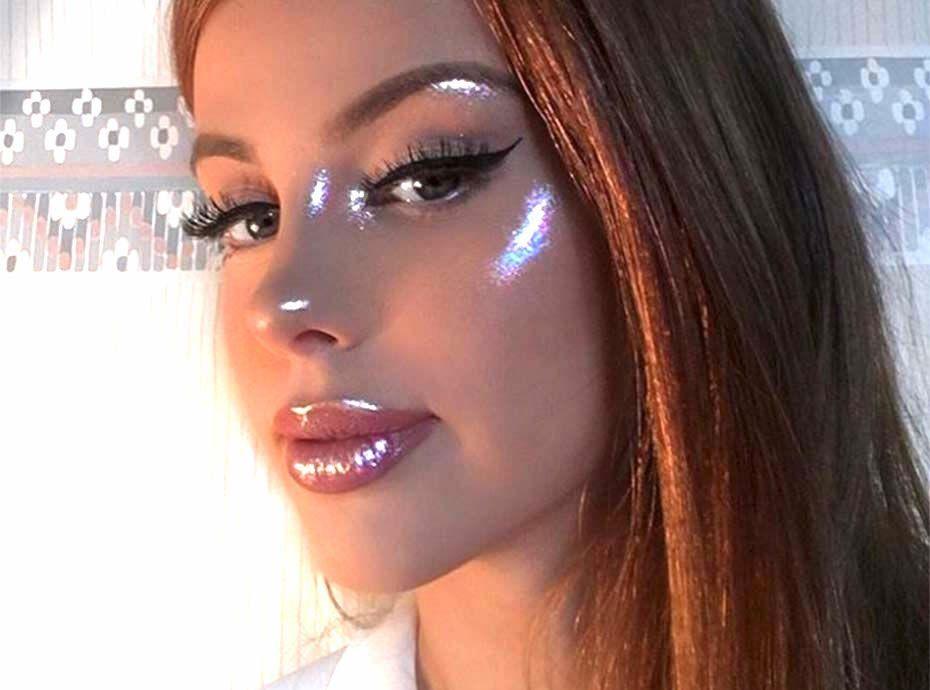 Cette Make Up Artist Invente L Opal Fire Highlighter Et La Toile En Est Compl 232 Tement Dingue