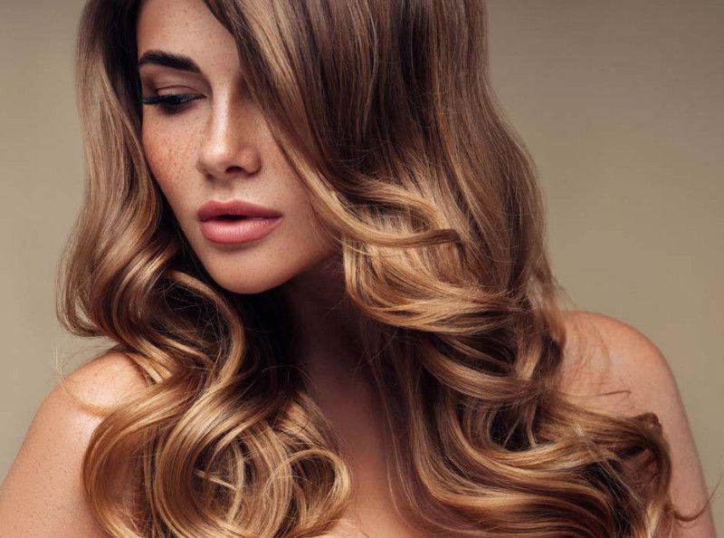 eb689f2cf7a9 Cheveux   4 règles d or pour faire tenir ses boucles