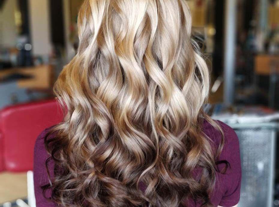 Cheveux : L'incroyable nouvelle façon de réaliser un ombré hair qui agite les réseaux sociaux