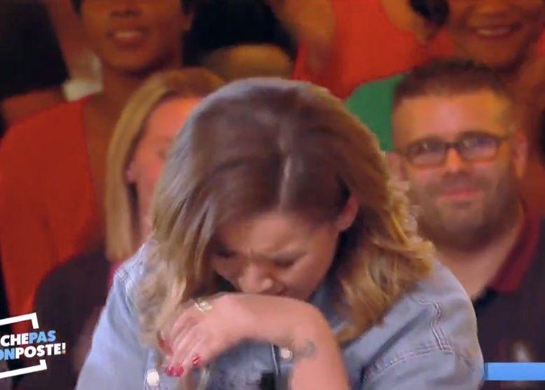 Chimène Badi : l'homme de sa vie débarque par surprise dans TPMP... la chanteuse fond en larmes !
