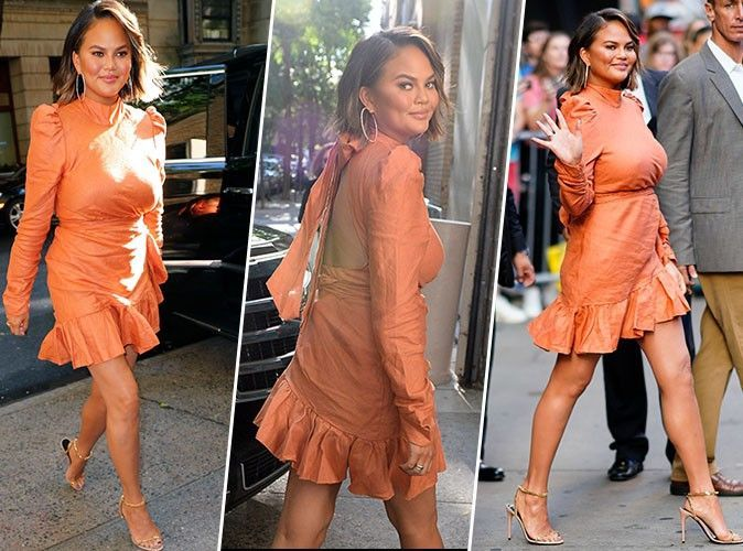 Chrissy Teigen : robe orange et sandales à talons, on copie son look chic et sexy en moins cher !