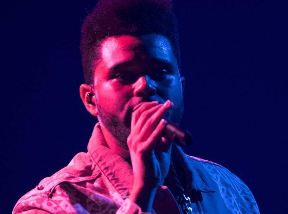 Coachella : The Weeknd se met à pleurer sur scène en chantant un titre qui évoque Selena Gomez