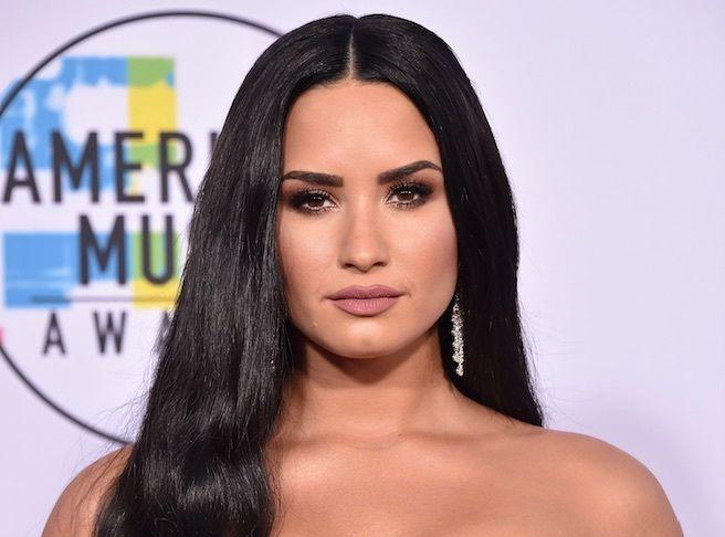 Demi Lovato : Elle s'affiche en robe de mariée, ses fans s'emballent !
