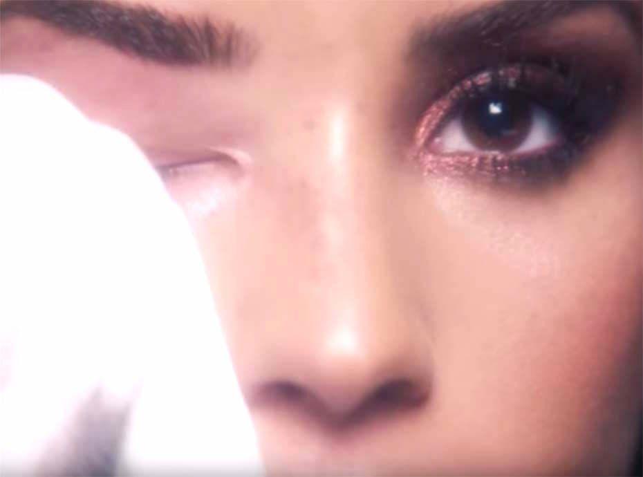 Demi Lovato se démaquille pour Vogue et on la kiffe beaucoup trop !