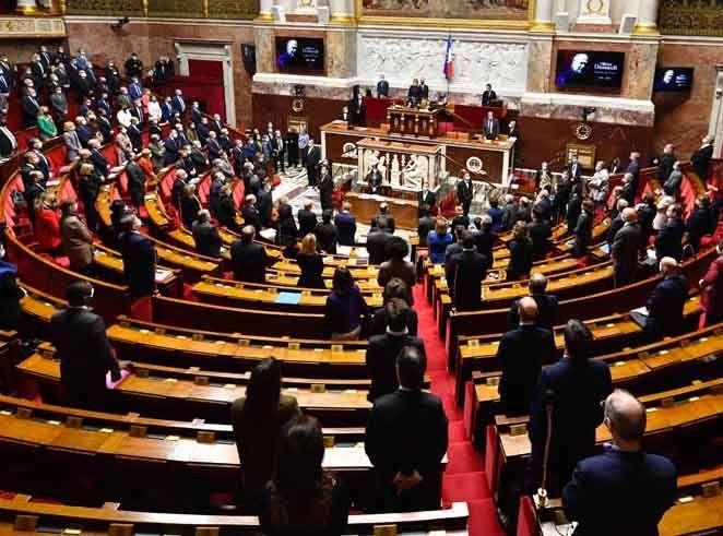 «Echangisme» à l'Assemblée nationale ? Des ministres et députés accusés d'avoir fréquenté les boîtes !