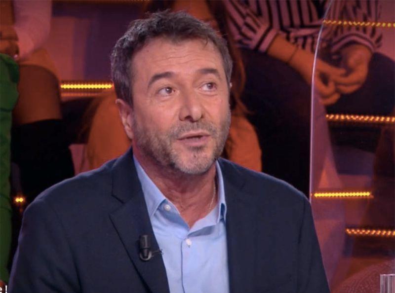 """""""Elle va pouvoir aller chez Chanel..."""" Bernard Montiel dézingue Laeticia Hallyday après son passage dans Sept à Huit"""