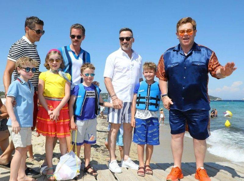 Elton John : Ses vacances de rêve en famille avec Neil Patrick Harris !