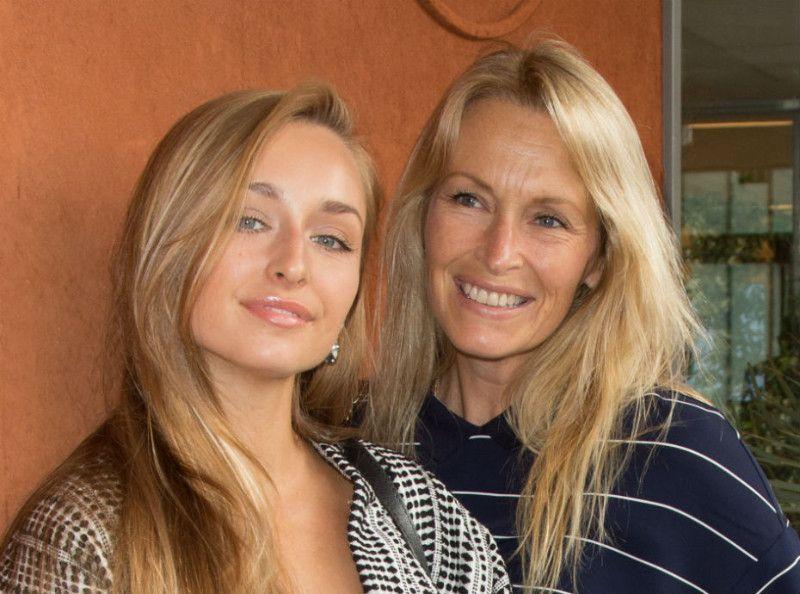 Emma Smet : ce cadeau sexy qu'elle a reçu de sa mère, Estelle Lefébure !
