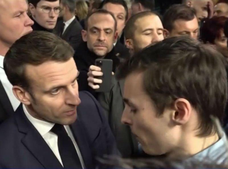 Emmanuel Macron remet en place un étudiant… Et c'est très sévère !