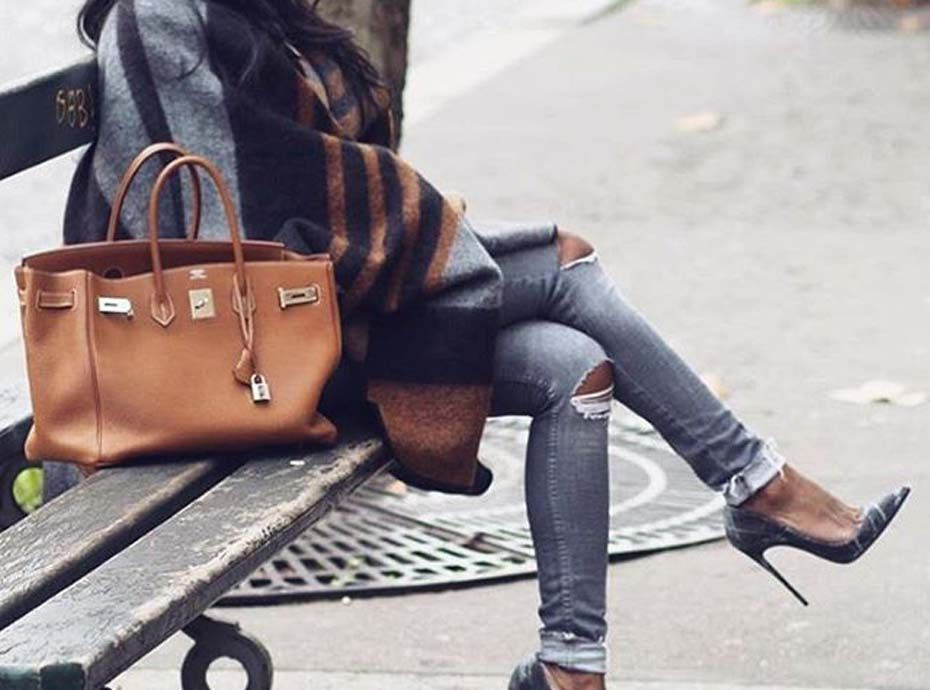 Envie de reconnaître un vrai sac de luxe d'un faux ? Découvrez l'astuce infaillible !