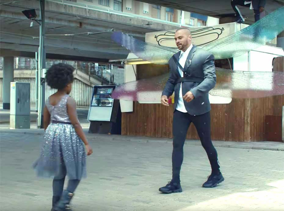 H&M voit les choses en grand pour sa collection de Noël avec un spot incluant Jesse Williams et Nicki Minaj !