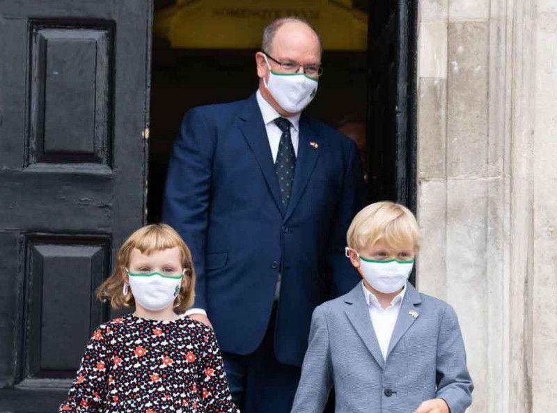 """""""Hâte qu'elle m'aide avec les enfants"""" : le prince Albert prie Charlene de rentrer à Monaco !"""