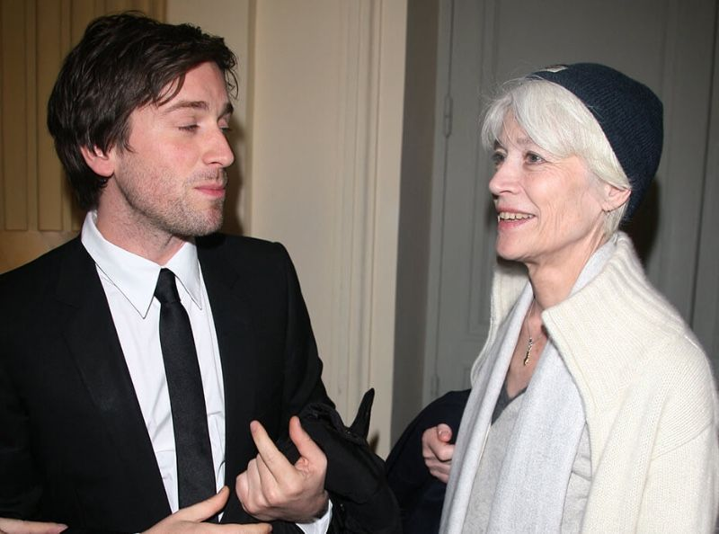 """""""J'ai rédigé un testament"""" : Françoise Hardy se confie sur ce qu'elle compte """"laisser"""" à son fils Thomas Dutronc"""