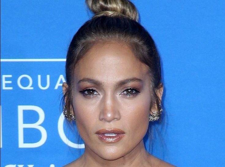 10d627dd947 Jennifer Lopez   Robe transparente et soirée glamour pour son anniversaire !
