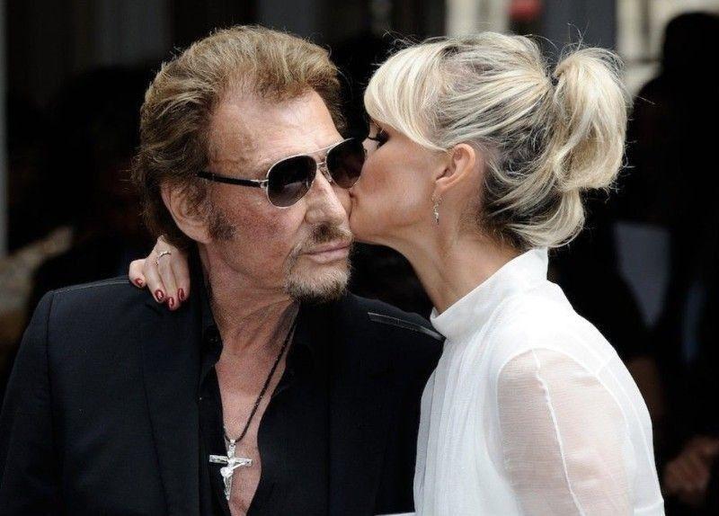 Johnny Hallyday embrasse un homme à pleine bouche : la photo secrète qui refait surface !