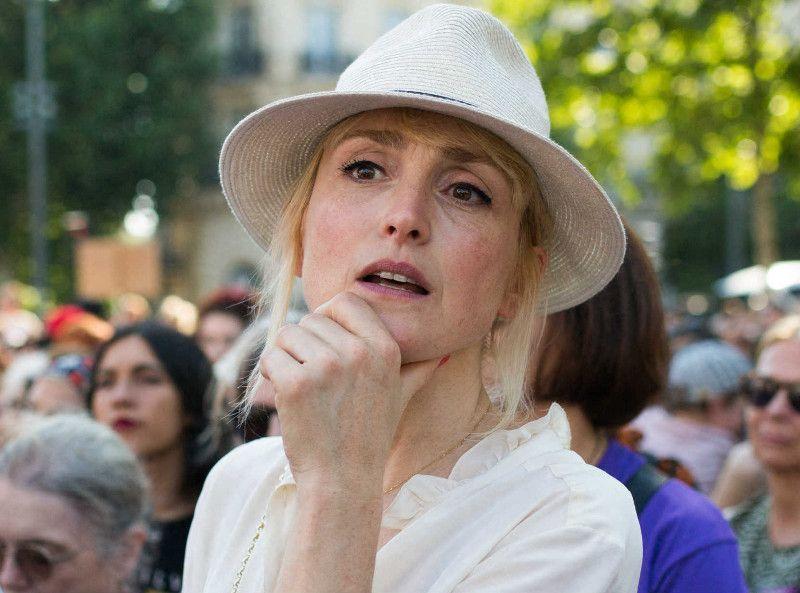"""Julie Gayet : Elle """"se verrait bien"""" en première Dame à la place de Brigitte Macron"""