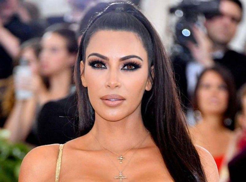 Kim Kardashian  découvrez le fond de teint qu\u0027elle utilise pour une peau  parfaite
