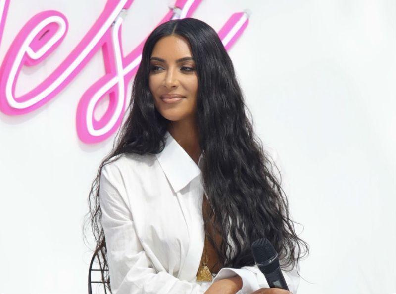 Kim Kardashian : Elle partage une photo de famille de 2008, sur laquelle on ne reconnaît PERSONNE !