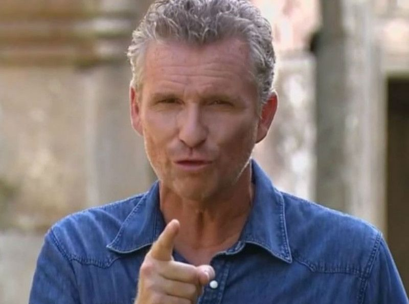 Koh-Lanta : une ancienne candidate balance sur les coulisses du jeu et flingue Denis Brogniart !